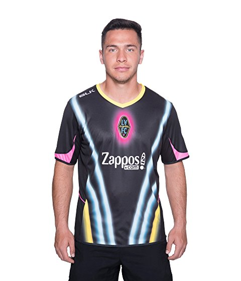 Foto: https://www.zappos.com/p/las-vegas-lights-f-c-home-jersey-black/product/9089649/color/3