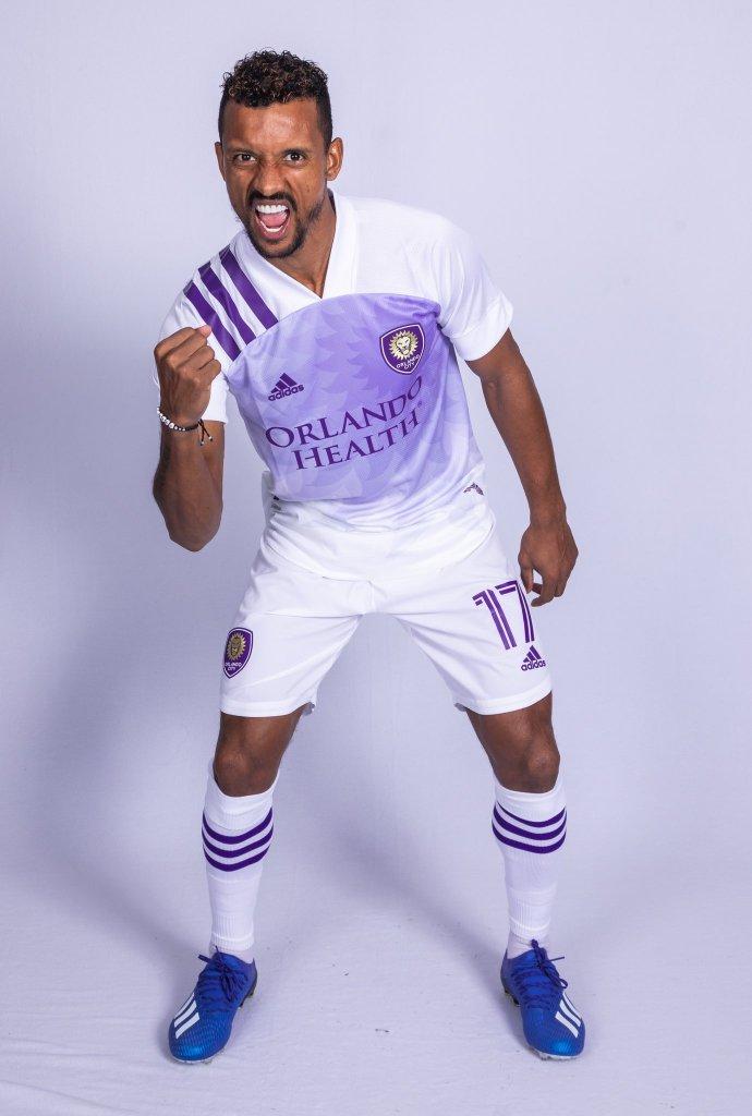 Nani präsentiert das neue Trikot für den  Orlando City SC